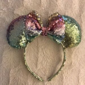 NEW Rainbow Minnie Ears